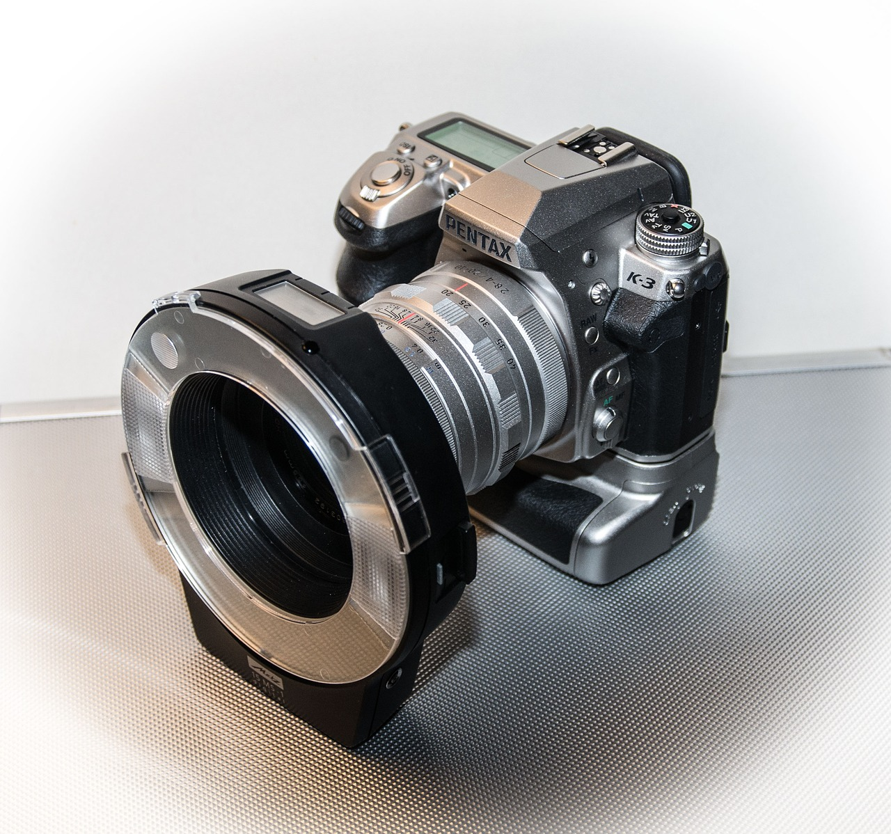 Digitalkamera mit Rundblitz